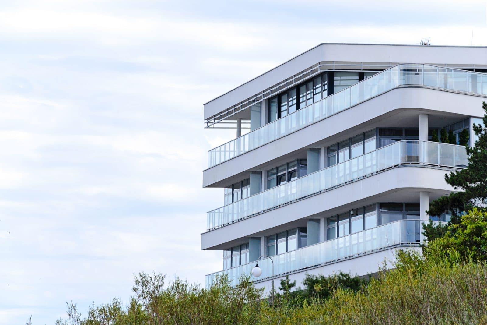 hotel - apartamentowiec nad morzem